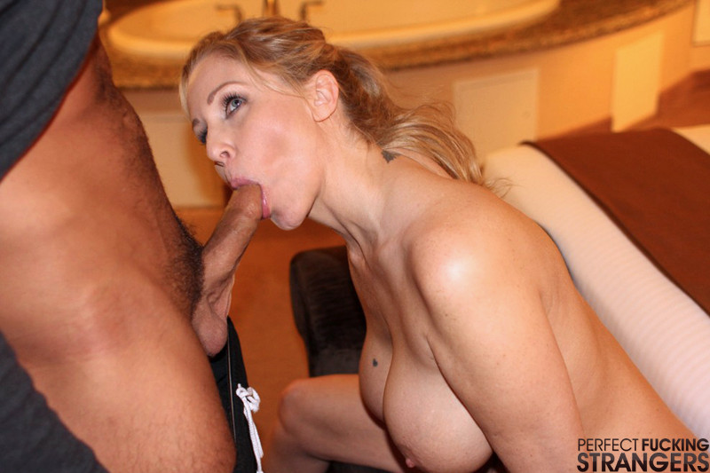 Грудастую тетю порно фото 555-825