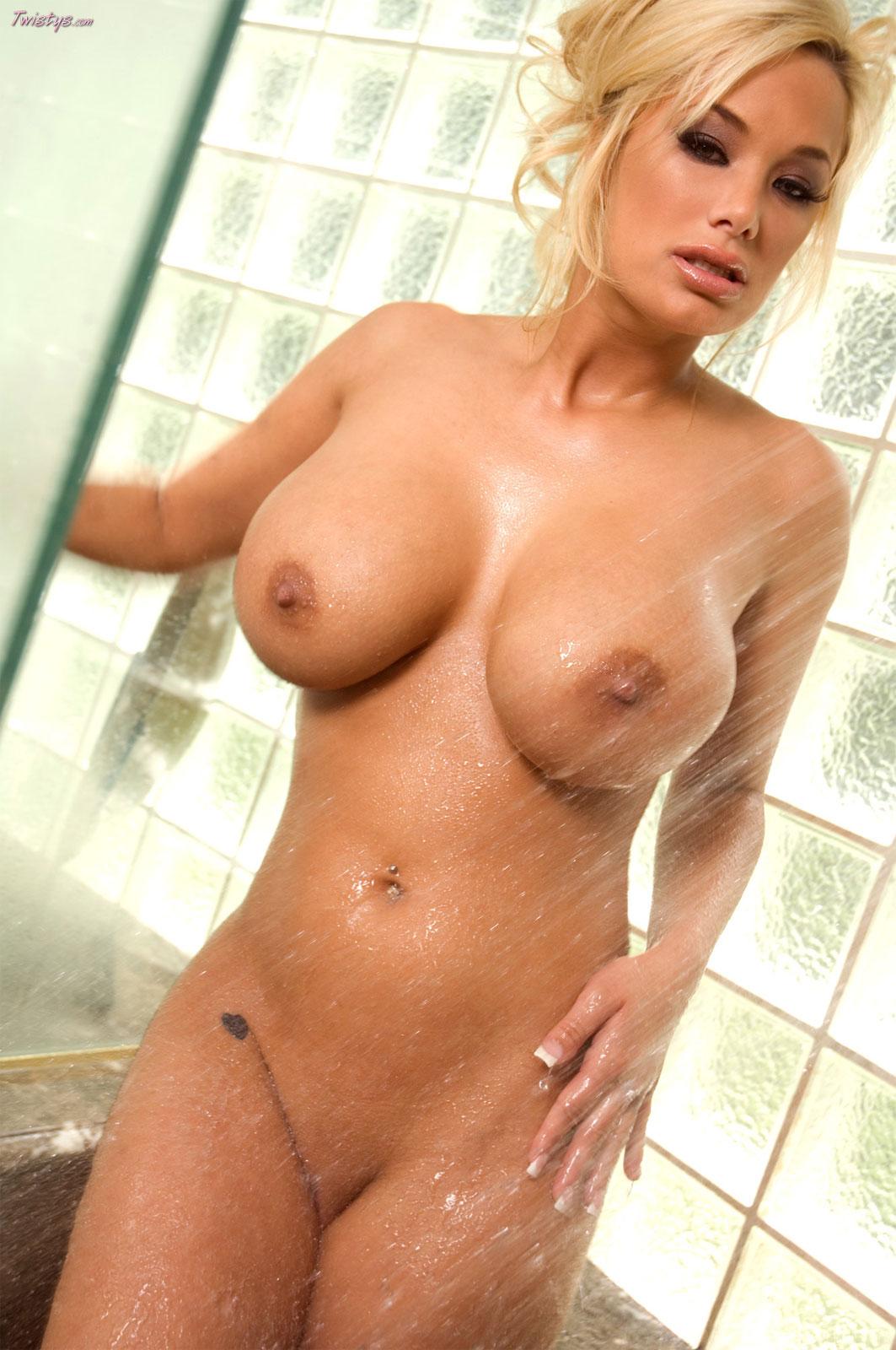 Самые большие сиськи у порно актрисы 12 фотография