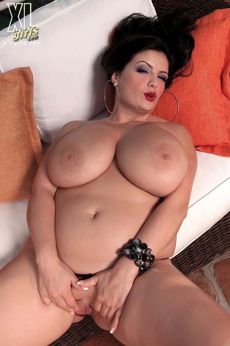 Порно с переводом большие сиськи