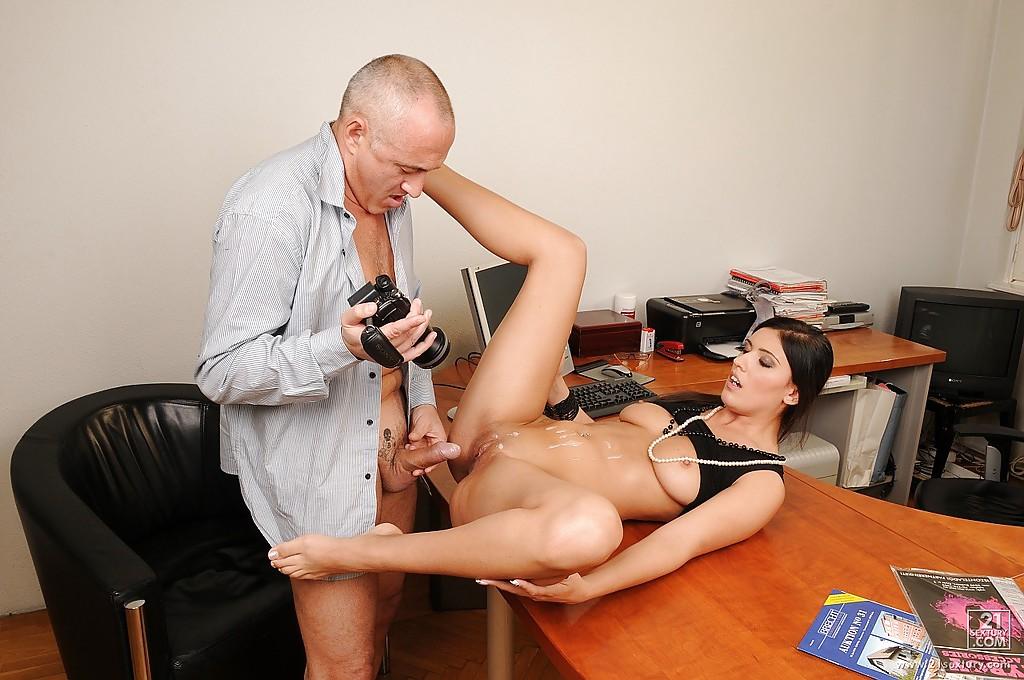 Секс в кабинете видео порно37