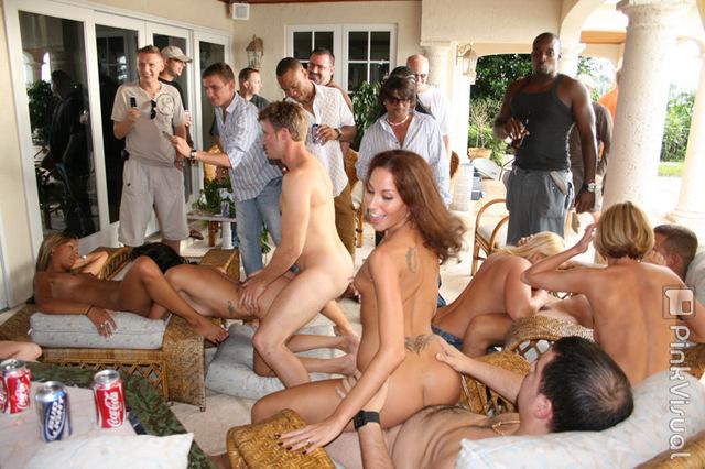 horoshiy-gruppovoy-seks-na-vecherinke