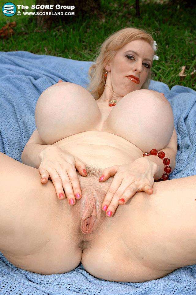 самая огромная в мире грудь порно фото