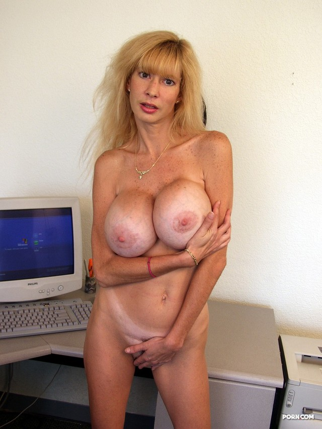 Mature mom in girdle pics