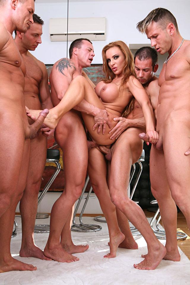 Порно фото голожопых геев