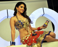 Sunny Leone xxx nkmm fruqaf sunny leone xxx energy drink pic photoalbum preview bollywood photos promotes