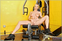 Kelly Estelle sex pics busty mom sporty body kelly estelle flaunting nude gym