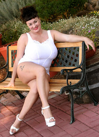 Betty Boobs porn bbw hottie betty boob demonstrating cute wet pussy boobs outdoors